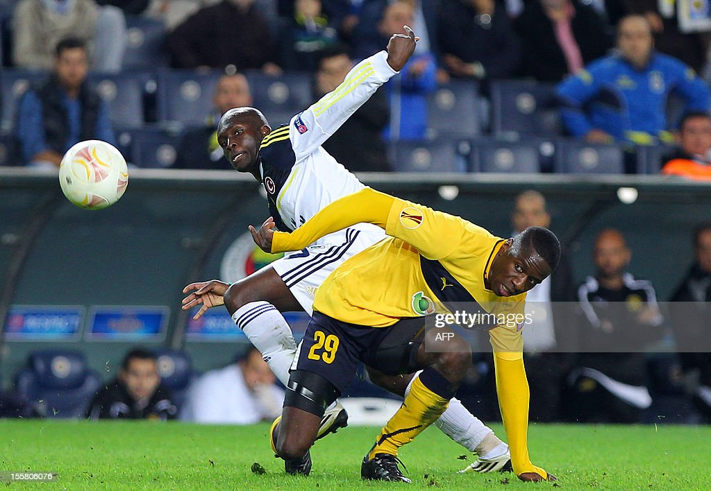 Fenerbahce's Moussa Sow (L) vies with AEL Limassol's Edwin Ouon (R) during an UEFA Europa League football match Fenerbahce SK vs AEL Limassol FC at Sukru Saracoglu Stadium in Istanbul, on November 8, 2012.