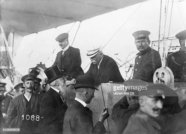 Ferdinand Graf Zeppelin*18381917Luftschiffkonstrukteur DAnkunft des 'Zeppelin II' in Frankfurt/Main während der 1 Internationale...