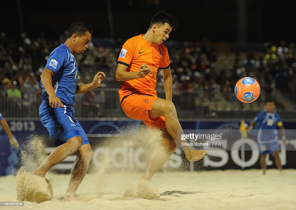 Ferdy Kaleveld of Netherlands is challenged by Elias Ramirez of El Salvador during the FIFA Beach Soccer World Cup Tahiti 2013 Group B match between El Salvador and Netherlands at the Tahua To'ata stadium on September 21, 2013 in Papeete, French Polynesia.