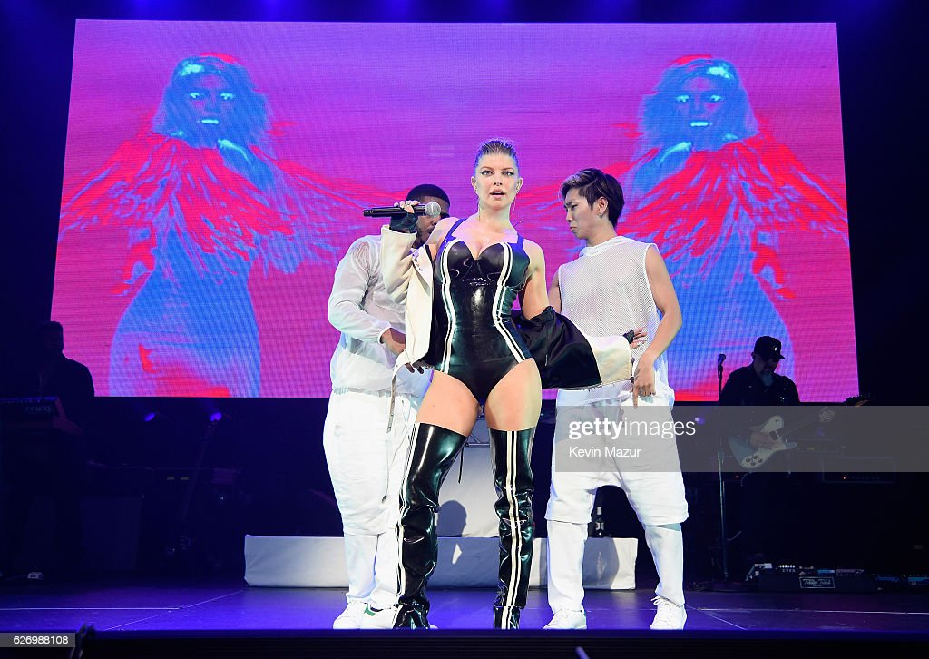 Fergie performs onstage at Two Ten Footwear Foundation's 77th annual dinner and gala at Hammerstein Ballroom on November 30, 2016 in New York City.