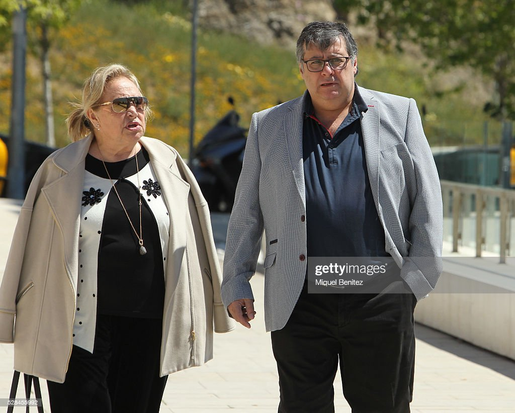 Fermi Puig (R) attends Mey Hoffman's funeral at Tanatori Sant Gervasi on May 5, 2016 in Barcelona, Spain.