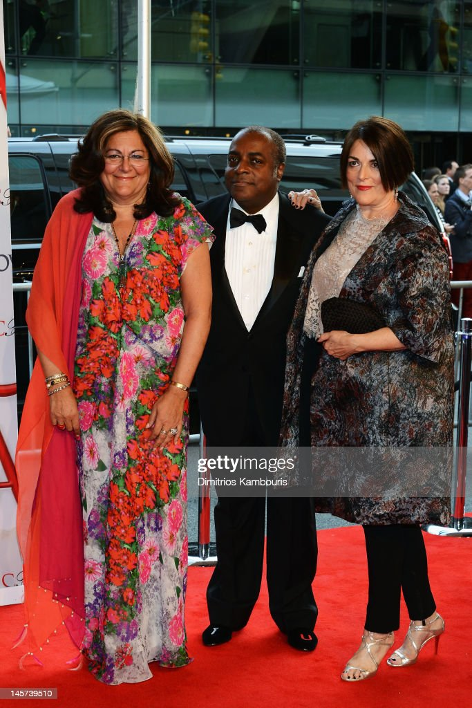 <a gi-track='captionPersonalityLinkClicked' href=/galleries/search?phrase=Fern+Mallis&family=editorial&specificpeople=201774 ng-click='$event.stopPropagation()'>Fern Mallis</a> (L) and guests attend the 2012 CFDA Fashion Awards at Alice Tully Hall on June 4, 2012 in New York City.