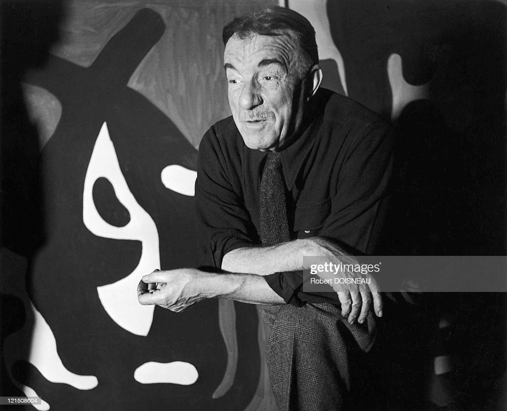 <a gi-track='captionPersonalityLinkClicked' href=/galleries/search?phrase=Fernand+Leger&family=editorial&specificpeople=954169 ng-click='$event.stopPropagation()'>Fernand Leger</a> In 1947