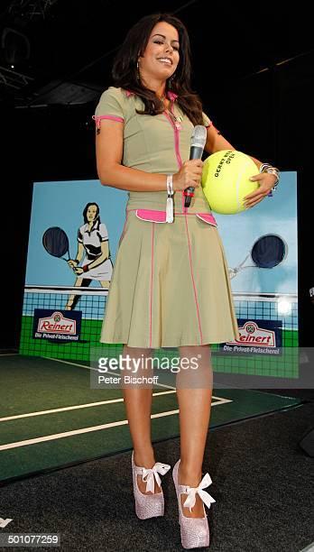 Fernanda Brandao ShowTalk bei 19 'Gerry Weber Open'TennisTurnier Halle NordrheinWestfalen Deutschland Europa Bühne Auftritt RiesenTennisball Mikro...
