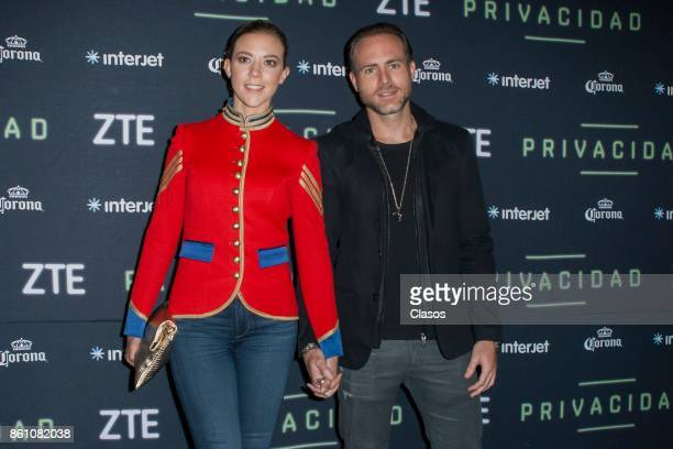 Fernanda Castillo and Erick Hayser pose during the red carpet of the play 'Privacidad' at Teatro de los Insurgentes on October 12 2017 in Mexico City...