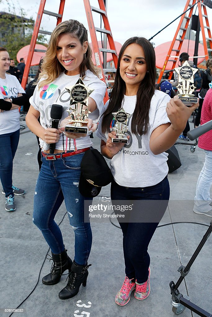 Fernanda Kelly (L) and Nitzia Chama attend Volunteer day for 'Yo Soy Univision Contigo' at Para Los Ninos Charter Middle School on April 29, 2016 in Los Angeles, California.