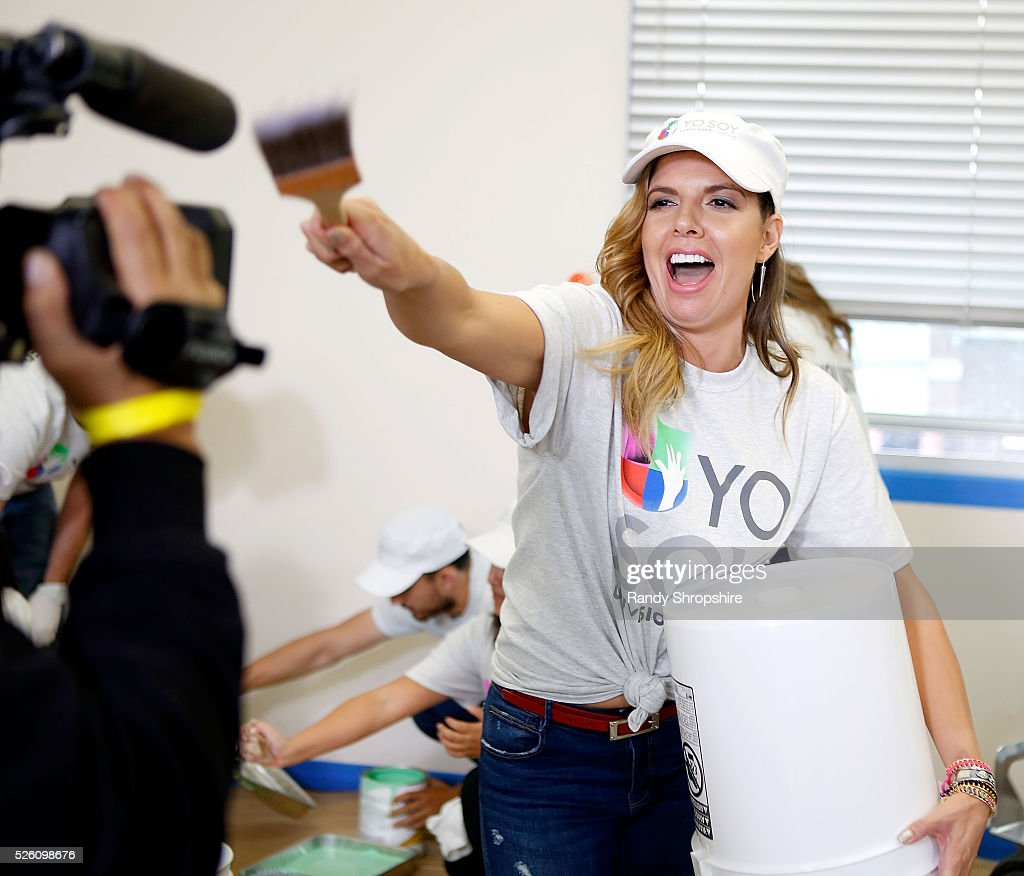 Fernanda Kelly attends Volunteer day for 'Yo Soy Univision Contigo' at Para Los Ninos Charter Middle School on April 29, 2016 in Los Angeles, California.