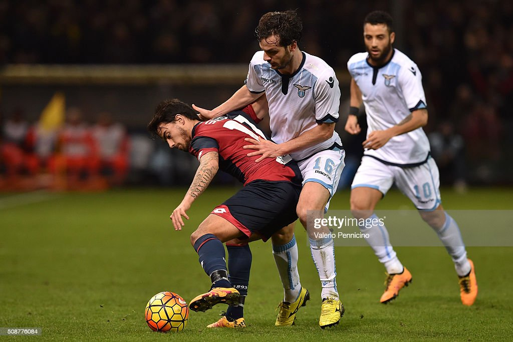Fernandez Suso (L) of Genoa CFC is challenged by Marco Parolo of SS Lazio during the Serie A match between Genoa CFC and SS Lazio at Stadio Luigi Ferraris on February 6, 2016 in Genoa, Italy.