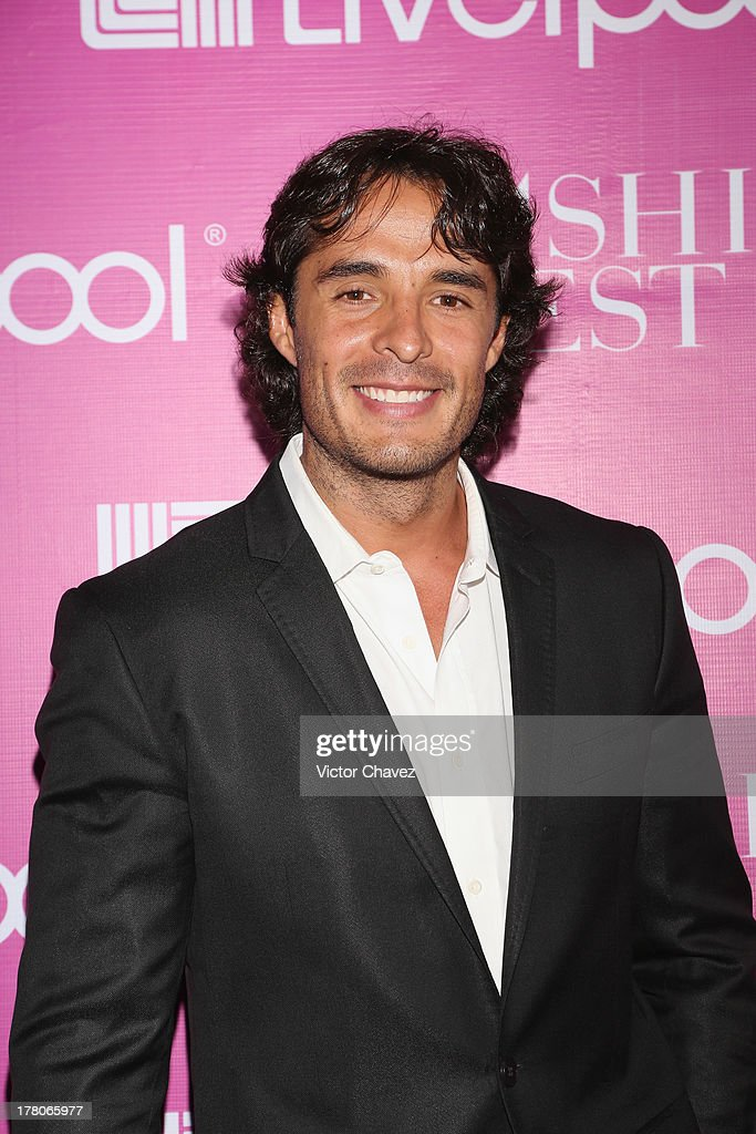Fernando Alonso attends the Liverpool Fashion Fest Autumn/Winter 2013 at Club de Banqueros on August 22, 2013 in Mexico City, Mexico.