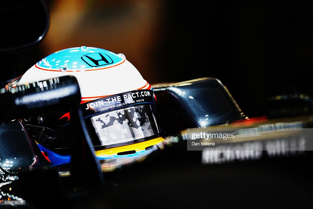<a gi-track='captionPersonalityLinkClicked' href=/galleries/search?phrase=Fernando+Alonso+-+Piloto+de+coches+de+carreras&family=editorial&specificpeople=12323351 ng-click='$event.stopPropagation()'>Fernando Alonso</a> of Spain and McLaren Honda in the garage during final practice ahead of the Formula One Grand Prix of Russia at Sochi Autodrom on April 30, 2016 in Sochi, Russia.