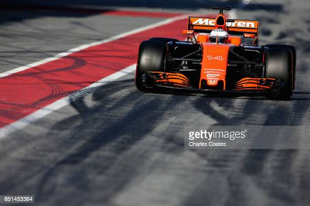 Fernando Alonso of Spain driving the McLaren Honda Formula 1 Team McLaren MCL32 in the Pitlane during the final day of Formula One winter testing at...