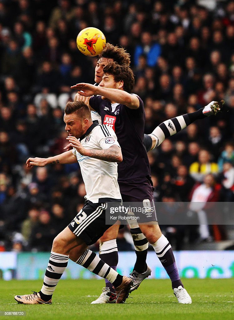 <a gi-track='captionPersonalityLinkClicked' href=/galleries/search?phrase=Fernando+Amorebieta&family=editorial&specificpeople=866883 ng-click='$event.stopPropagation()'>Fernando Amorebieta</a> of Fulham, <a gi-track='captionPersonalityLinkClicked' href=/galleries/search?phrase=Chris+Martin+-+Jugador+de+f%C3%BAtbol&family=editorial&specificpeople=4617697 ng-click='$event.stopPropagation()'>Chris Martin</a> of Derby County and Jamie O'Hara of Fulham challenge for the ball during the Sky Bet Championship match between Fulham and Derby County at Craven Cottage on February 6, 2016 in London, England.