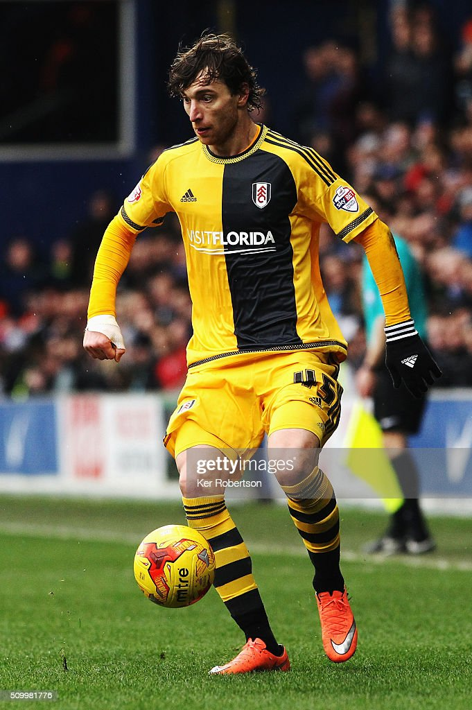 <a gi-track='captionPersonalityLinkClicked' href=/galleries/search?phrase=Fernando+Amorebieta&family=editorial&specificpeople=866883 ng-click='$event.stopPropagation()'>Fernando Amorebieta</a> of Fulham controls the ball during the Sky Bet Championship match between Queens Park Rangers and Fulham at Loftus Road on February 13, 2016 in London, United Kingdom.