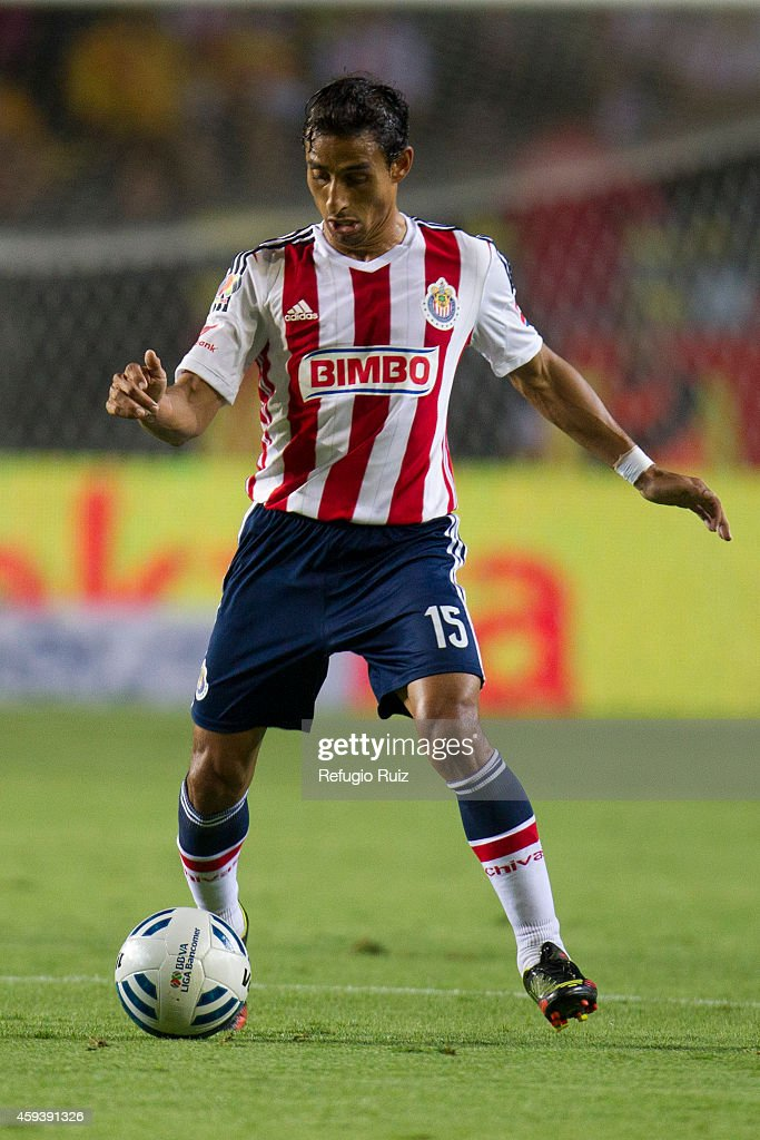 <a gi-track='captionPersonalityLinkClicked' href=/galleries/search?phrase=Fernando+Arce&family=editorial&specificpeople=697001 ng-click='$event.stopPropagation()'>Fernando Arce</a> of Chivas drives the ball during a match between Morelia and Chivas as part of 17th round Apertura 2014 Liga MX at Jose Maria Morelos y Pavon Stadium on November 21, 2014 in Morelia, Mexico.