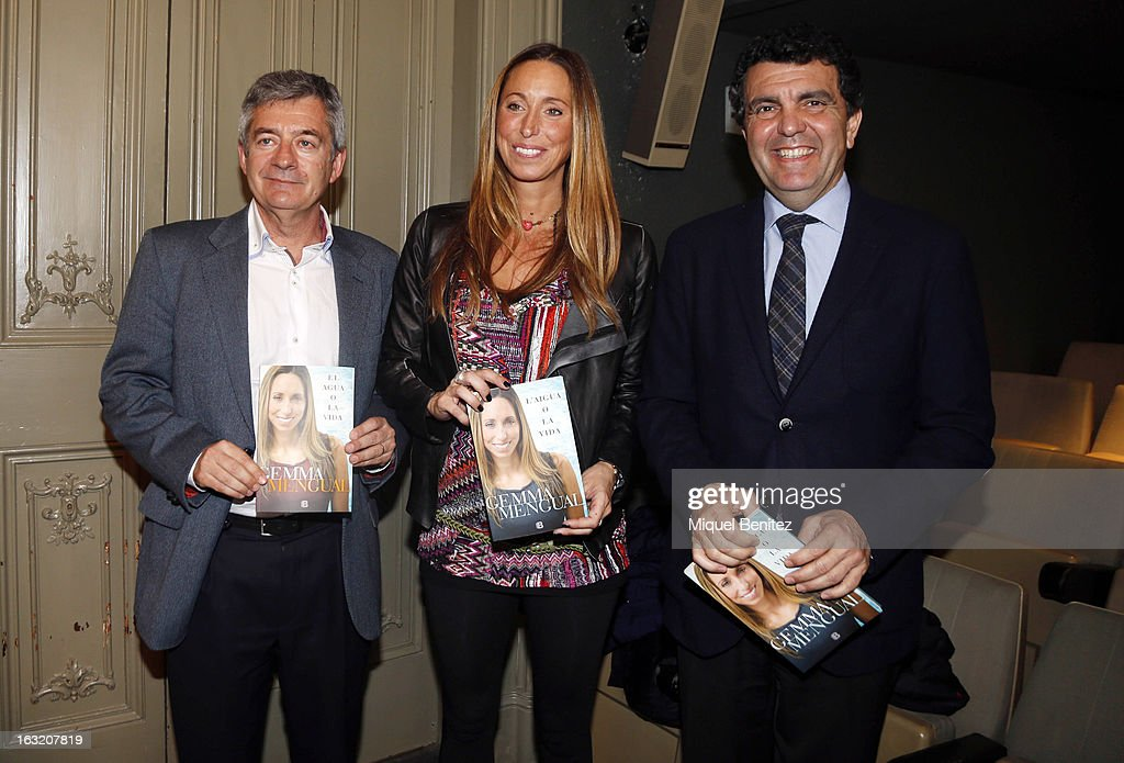 Fernando Carpena, <a gi-track='captionPersonalityLinkClicked' href=/galleries/search?phrase=Gemma+Mengual&family=editorial&specificpeople=796507 ng-click='$event.stopPropagation()'>Gemma Mengual</a> and Enric Bertran attend <a gi-track='captionPersonalityLinkClicked' href=/galleries/search?phrase=Gemma+Mengual&family=editorial&specificpeople=796507 ng-click='$event.stopPropagation()'>Gemma Mengual</a> presents her new book 'El Agua o La Vida', 'The water or The Life' on March 6, 2013 in Barcelona, Spain.