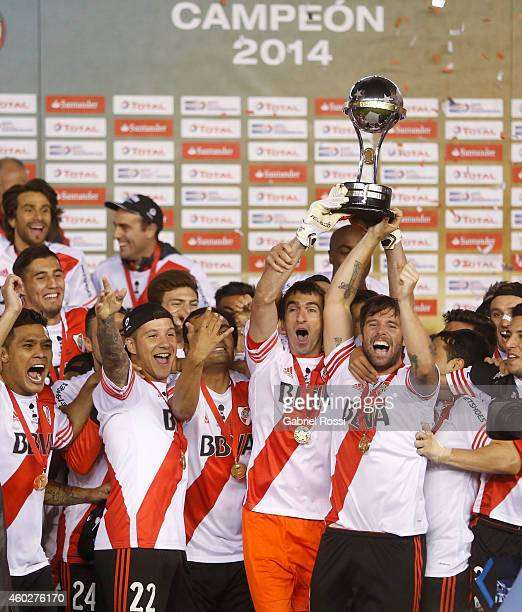 Fernando Cavenaghi and Marcelo Barovero of River Plate lift the trophy after winning the second leg final match between River Plate and Atletico...