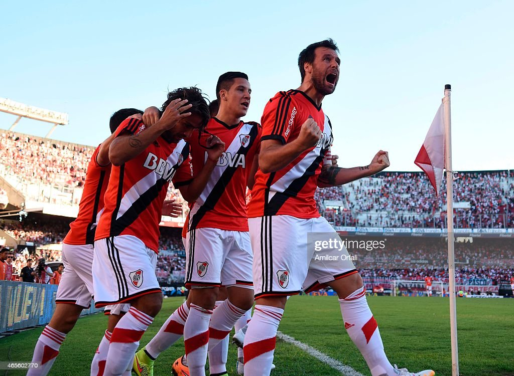 Fernando Cavenaghi celebrates with his teammates after scoring the first goal of his team during a match between River Plate and Union Santa Fe as...