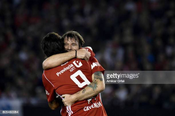 Fernando Cavenaghi celebrates with Leonardo Pisculichi during Fernando Cavenaghi's farewell match at Monumental Stadium on July 01 2017 in Buenos...
