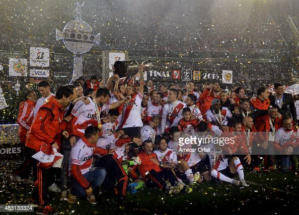 Fernando Cavenaghi of River Plate kisses teammate Leonel Vangioni as he lifts the trophy after a second leg final match between River Plate and...