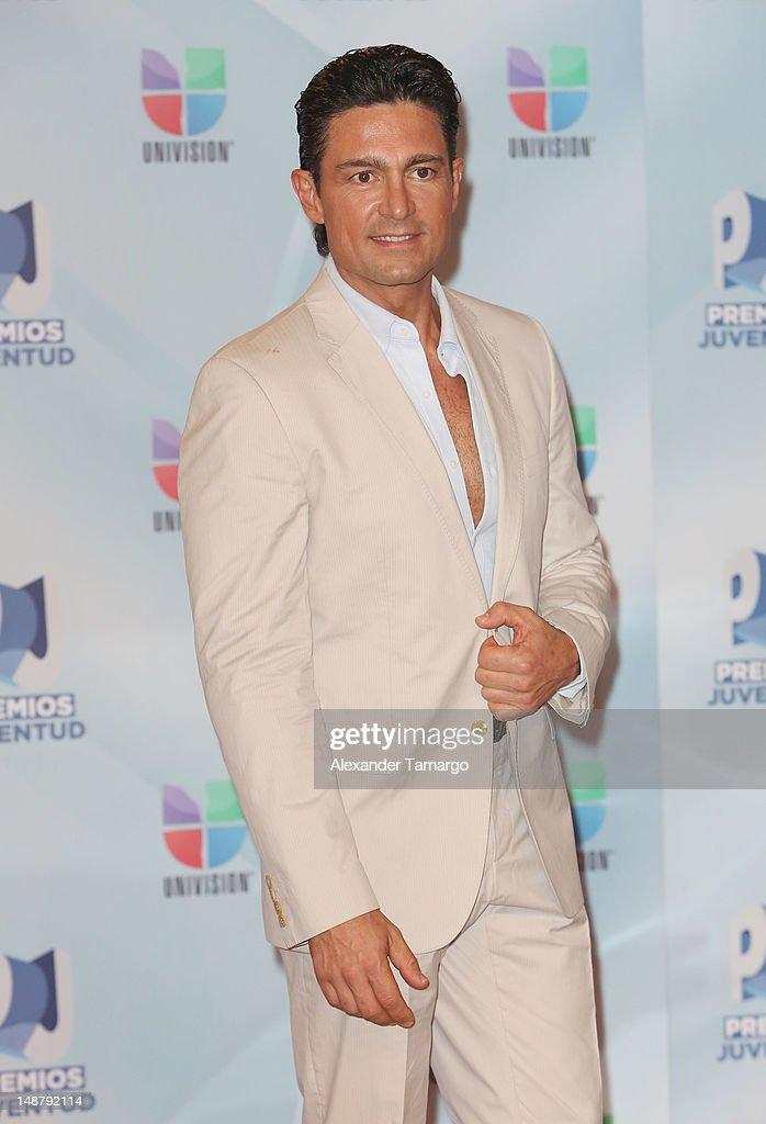 http://media.gettyimages.com/photos/fernando-colunga-arrives-at-univisions-premios-juventud-awards-at-picture-id148792114