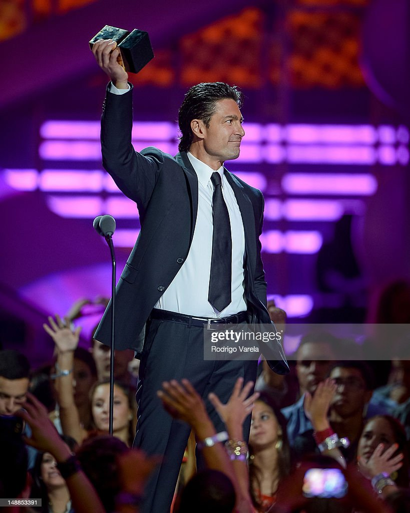 http://media.gettyimages.com/photos/fernando-colunga-onstage-during-the-univisions-premios-juventud-at-picture-id148853391