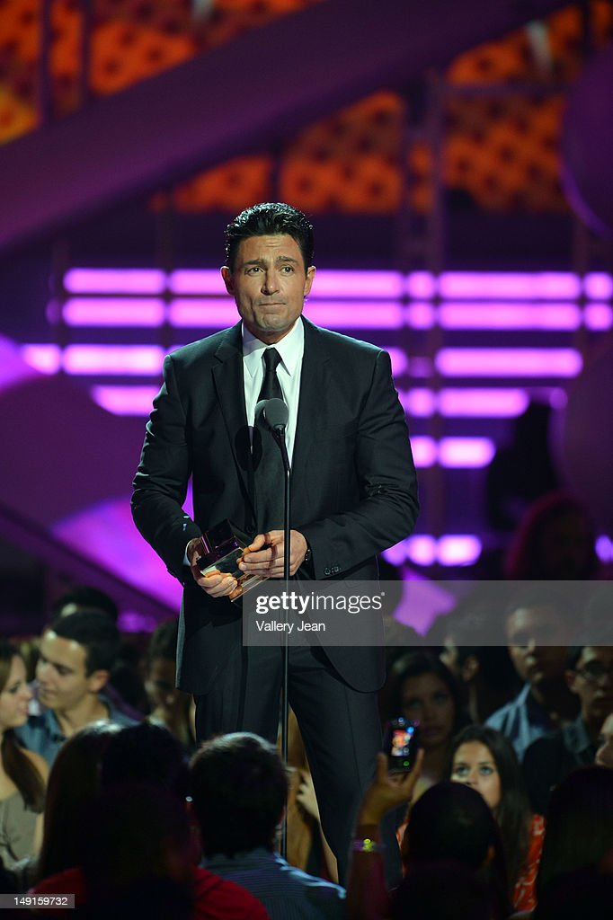 http://media.gettyimages.com/photos/fernando-colunga-onstage-during-univisions-premios-juventud-awards-at-picture-id149159732