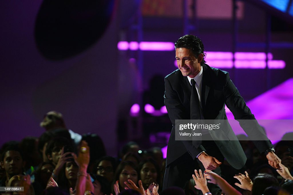 http://media.gettyimages.com/photos/fernando-colunga-onstage-during-univisions-premios-juventud-awards-at-picture-id149159841