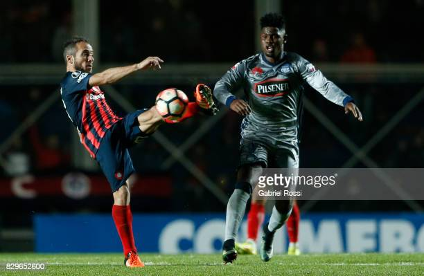 Fernando Daniel Belluschi of San Lorenzo fights for the ball with Marlon de Jesus of Emelec during a second leg match between San Lorenzo and Emelec...