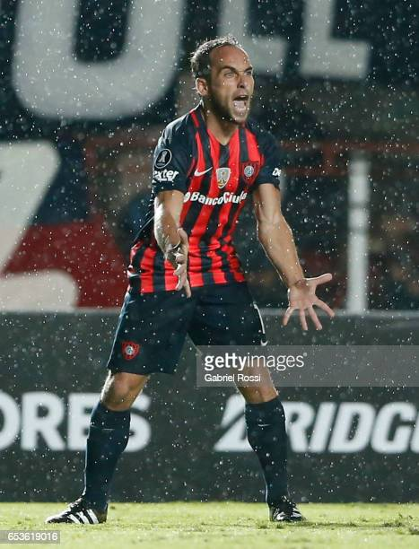 Fernando Daniel Belluschi of San Lorenzo reacts during a group stage match between San Lorenzo and Atletico Paranaense as part of Copa CONMEBOL...