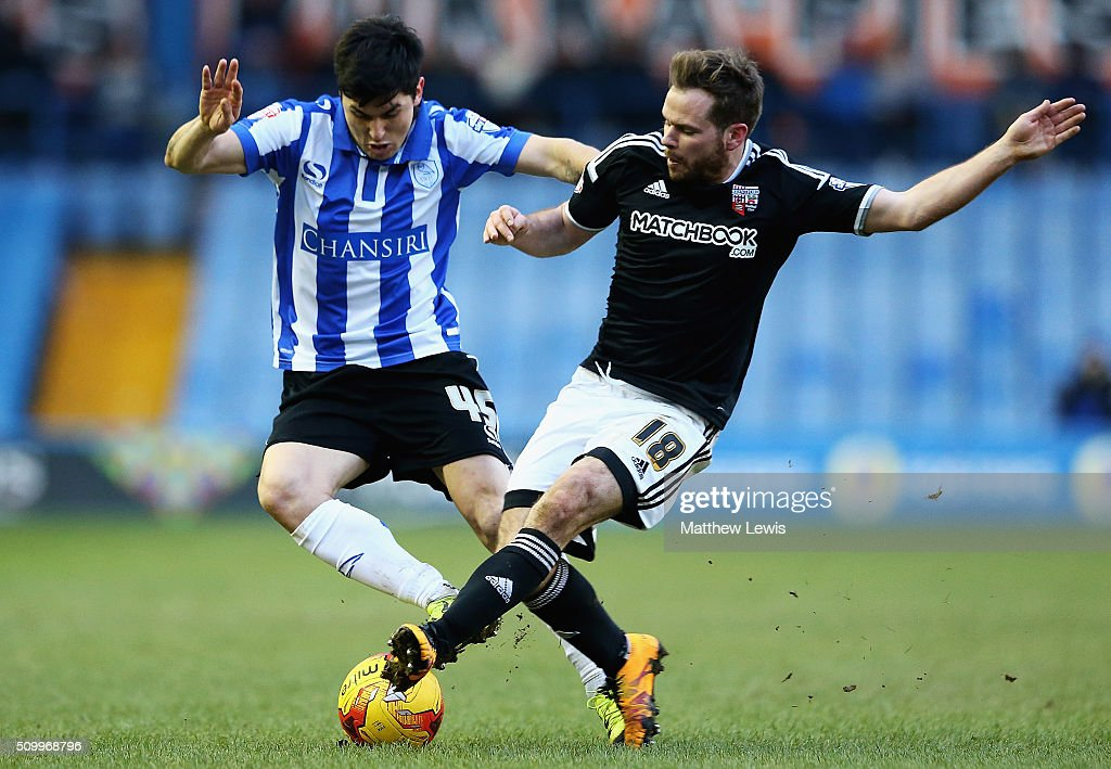 Fernando Forestieri of Sheffield Wednesday and Alan Judge of Brentford challenge for the ball during the Sky Bet Championship match between Sheffield Wednesday and Brentford at Hillsborough Stadium on February 13, 2016 in Sheffield, United Kingdom.