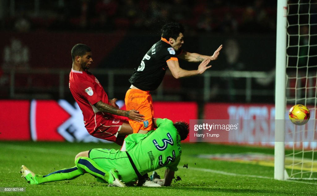 Fernando Forestieri of Sheffield Wednesday scores his sides goal during the Sky Bet Championship match between Bristol City and Sheffield Wednesday at Ashton Gate on January 31, 2017 in Bristol, England.