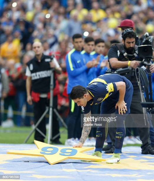 Fernando Gago celebrates the Torneo Primera Division 2016/17 title prior a match between Boca Juniors and Union as part of Torneo Primera Division...