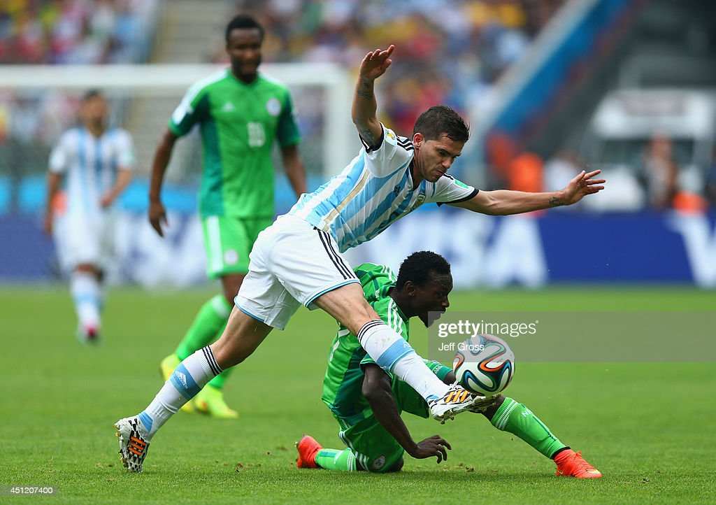 <a gi-track='captionPersonalityLinkClicked' href=/galleries/search?phrase=Fernando+Gago&family=editorial&specificpeople=674234 ng-click='$event.stopPropagation()'>Fernando Gago</a> of Argentina competes for the ball with <a gi-track='captionPersonalityLinkClicked' href=/galleries/search?phrase=Juwon+Oshaniwa&family=editorial&specificpeople=10174507 ng-click='$event.stopPropagation()'>Juwon Oshaniwa</a> of Nigeria during the 2014 FIFA World Cup Brazil Group F match between Nigeria and Argentina at Estadio Beira-Rio on June 25, 2014 in Porto Alegre, Brazil.