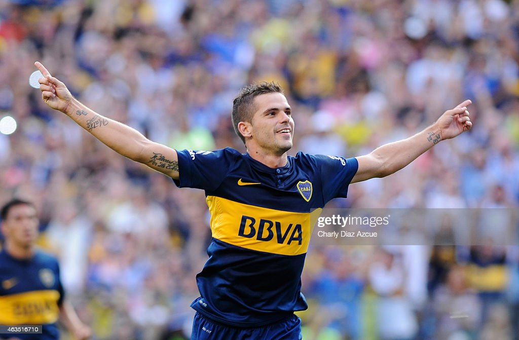 <a gi-track='captionPersonalityLinkClicked' href=/galleries/search?phrase=Fernando+Gago&family=editorial&specificpeople=674234 ng-click='$event.stopPropagation()'>Fernando Gago</a> of Boca Juniors celebrates after scoring the first goal of his team against Olimpo during a match between Boca Juniors and Olimpo as part of first round of Torneo Primera Division 2015 at Alberto J. Armando Stadium on February 15, 2015 in Buenos Aires, Argentina.