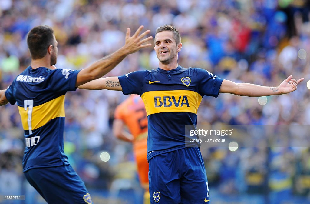 <a gi-track='captionPersonalityLinkClicked' href=/galleries/search?phrase=Fernando+Gago&family=editorial&specificpeople=674234 ng-click='$event.stopPropagation()'>Fernando Gago</a> of Boca Juniors celebrates with his teammate after scoring the first goal of his team against Olimpo during a match between Boca Juniors and Olimpo as part of first round of Torneo Primera Division 2015 at Alberto J. Armando Stadium on February 15, 2015 in Buenos Aires, Argentina.