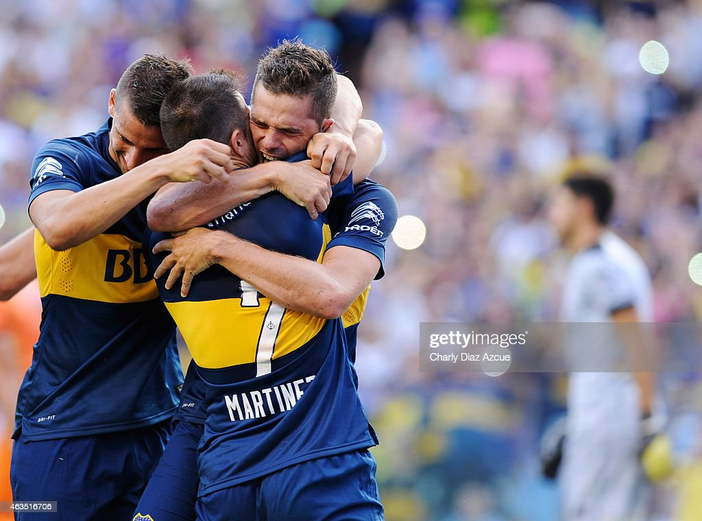 <a gi-track='captionPersonalityLinkClicked' href=/galleries/search?phrase=Fernando+Gago&family=editorial&specificpeople=674234 ng-click='$event.stopPropagation()'>Fernando Gago</a> of Boca Juniors celebrates with his teammates after scoring the first goal of his team against Olimpo during a match between Boca Juniors and Olimpo as part of first round of Torneo Primera Division 2015 at Alberto J. Armando Stadium on February 15, 2015 in Buenos Aires, Argentina.