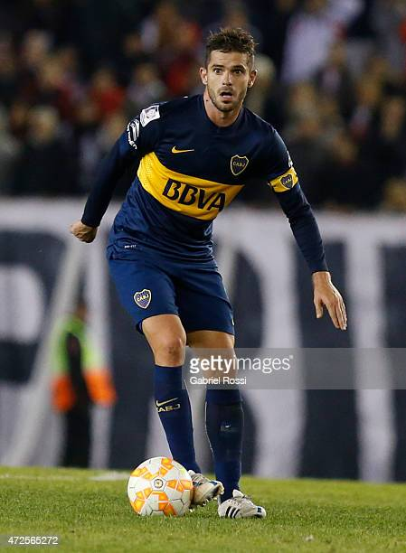 Fernando Gago of Boca Juniors drives the ball during a first leg match between River Plate and Boca Juniors as part of round of sixteen of Copa...