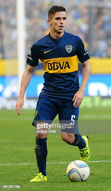 Fernando Gago of Boca Juniors drives the ball during a match between Boca Juniors and Quilmes as part of 17th round of Torneo Primera Division 2015...