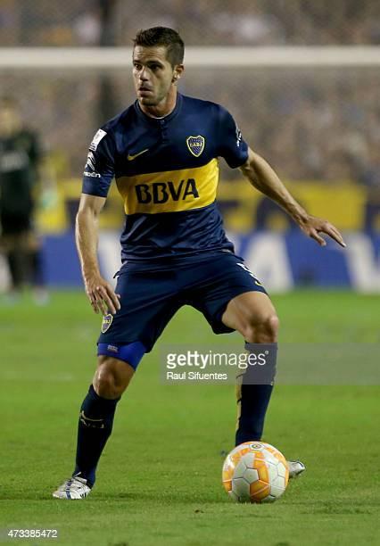 Fernando Gago of Boca Juniors drives the ball during a second leg match between Boca Juniors and River Plate as part of round of sixteen of Copa...