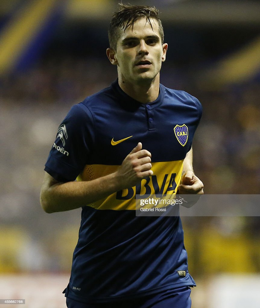 <a gi-track='captionPersonalityLinkClicked' href=/galleries/search?phrase=Fernando+Gago&family=editorial&specificpeople=674234 ng-click='$event.stopPropagation()'>Fernando Gago</a> of Boca Juniors looks on during a second leg match between Boca Juniors and Rosario Central as part of second stage of Copa Total Sudamericana 2014 at Alberto J. Armando Stadium on September 18, 2014 in Buenos Aires, Argentina.