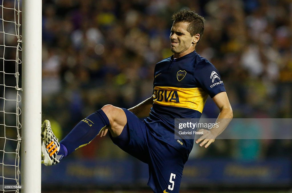 <a gi-track='captionPersonalityLinkClicked' href=/galleries/search?phrase=Fernando+Gago&family=editorial&specificpeople=674234 ng-click='$event.stopPropagation()'>Fernando Gago</a> of Boca Juniors reacts after missing a chance to score during a first leg semifinal match between Boca Juniors and River Plate as part of Copa Total Sudamericana 2014 at Alberto J Armando Stadium on November 20, 2014 in Buenos Aires, Argentina.