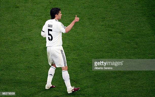 Fernando Gago of Real Madrid in action during the La Liga match between Real Madrid and Barcelona at Estadio Santiago Bernabeu on April 10 2010 in...