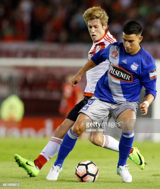 Fernando Gaibor of Emelec and Ivan Rossi of River Plate compete for the ball during a group stage match between River Plate and Emelec as part of...