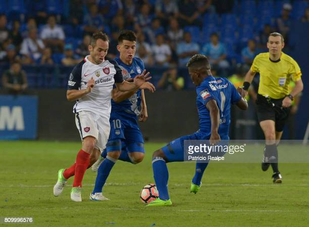 Fernando Gaibor of Emelec figths for the ball with Ezequiel Avila of San Lorenzo during a first leg match between Emelec and San Lorenzo as part of...