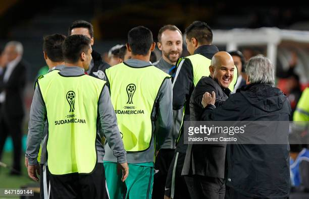 Fernando Jubero coach of Libertad celebrates with teammates the first goal of his team scored by Oscar Cardozo during a second leg match between...