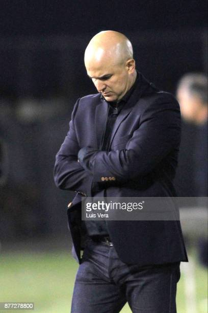 Fernando Jubero coach of Libertad looks on during a first leg match between Libertad and Independiente as part of the semifinals of Copa CONMEBOL...