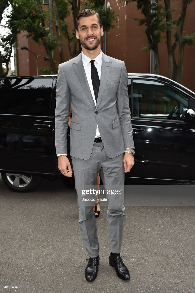 <a gi-track='captionPersonalityLinkClicked' href=/galleries/search?phrase=Fernando+Llorente&family=editorial&specificpeople=2108120 ng-click='$event.stopPropagation()'>Fernando Llorente</a> arrives at Giorgio Armani show during Milan Fashion Week Menswear Spring/Summer 2015 on June 24, 2014 in Milan, Italy.