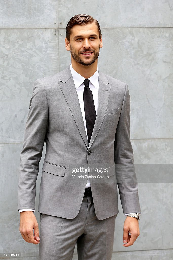 <a gi-track='captionPersonalityLinkClicked' href=/galleries/search?phrase=Fernando+Llorente&family=editorial&specificpeople=2108120 ng-click='$event.stopPropagation()'>Fernando Llorente</a> attends Giorgio Armani show during Milan Menswear Fashion Week Spring Summer 2015 on June 24, 2014 in Milan, Italy.