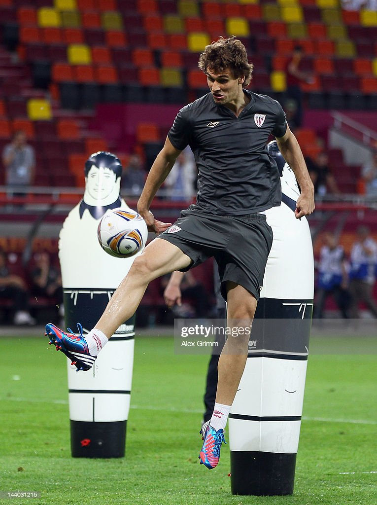 <a gi-track='captionPersonalityLinkClicked' href=/galleries/search?phrase=Fernando+Llorente&family=editorial&specificpeople=2108120 ng-click='$event.stopPropagation()'>Fernando Llorente</a> of Athletic Bilbao controls the ball during the Athletic Bilbao training session ahead of the UEFA Europa League Final between Atletico Madrid and Athletic Bilbao at the National Arena on May 8, 2012 in Bucharest, Romania.