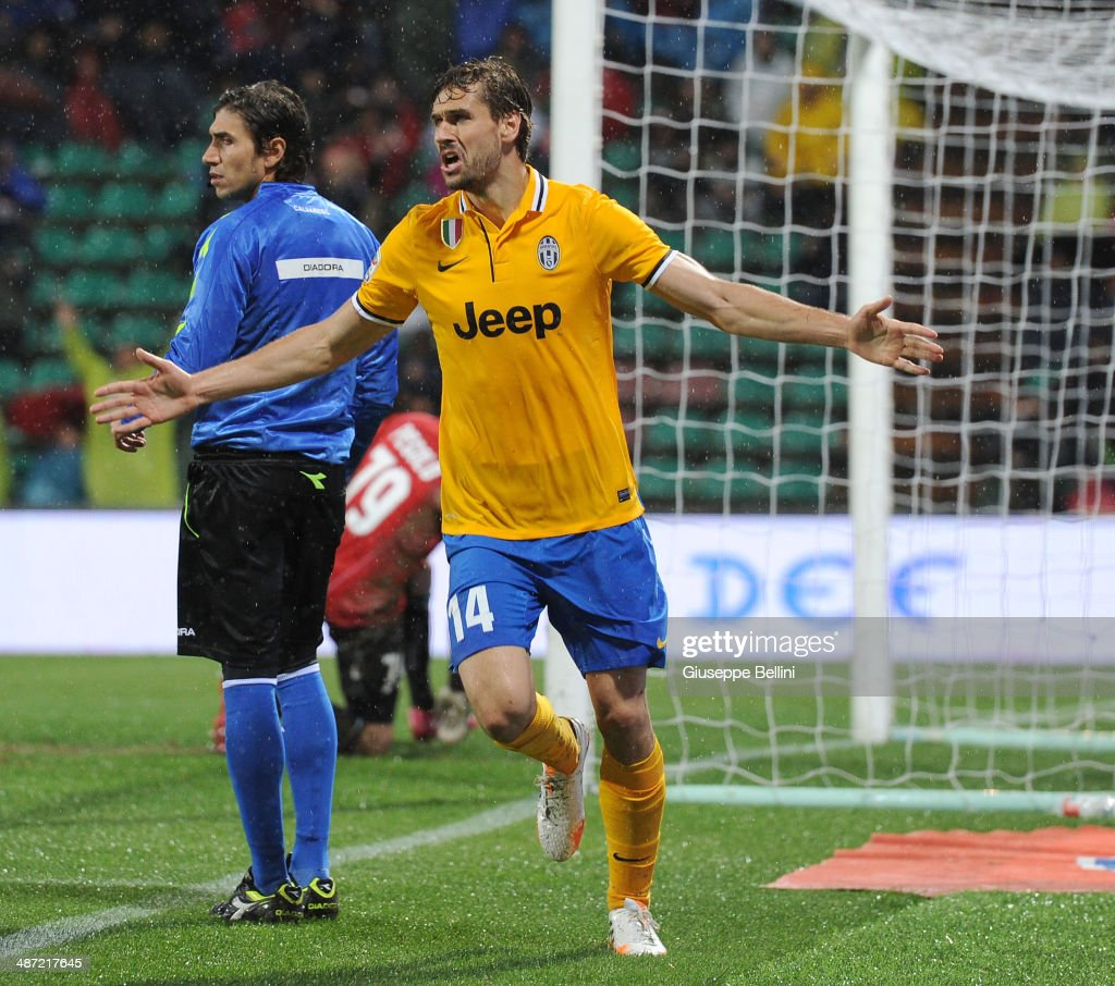 Fernando Llorente of Juventus celebrates after scoring the goal 1-3 during the Serie A match between US Sassuolo Calcio and Juventus at Mapei Stadium on April 28, 2014 in Sassuolo, Italy.